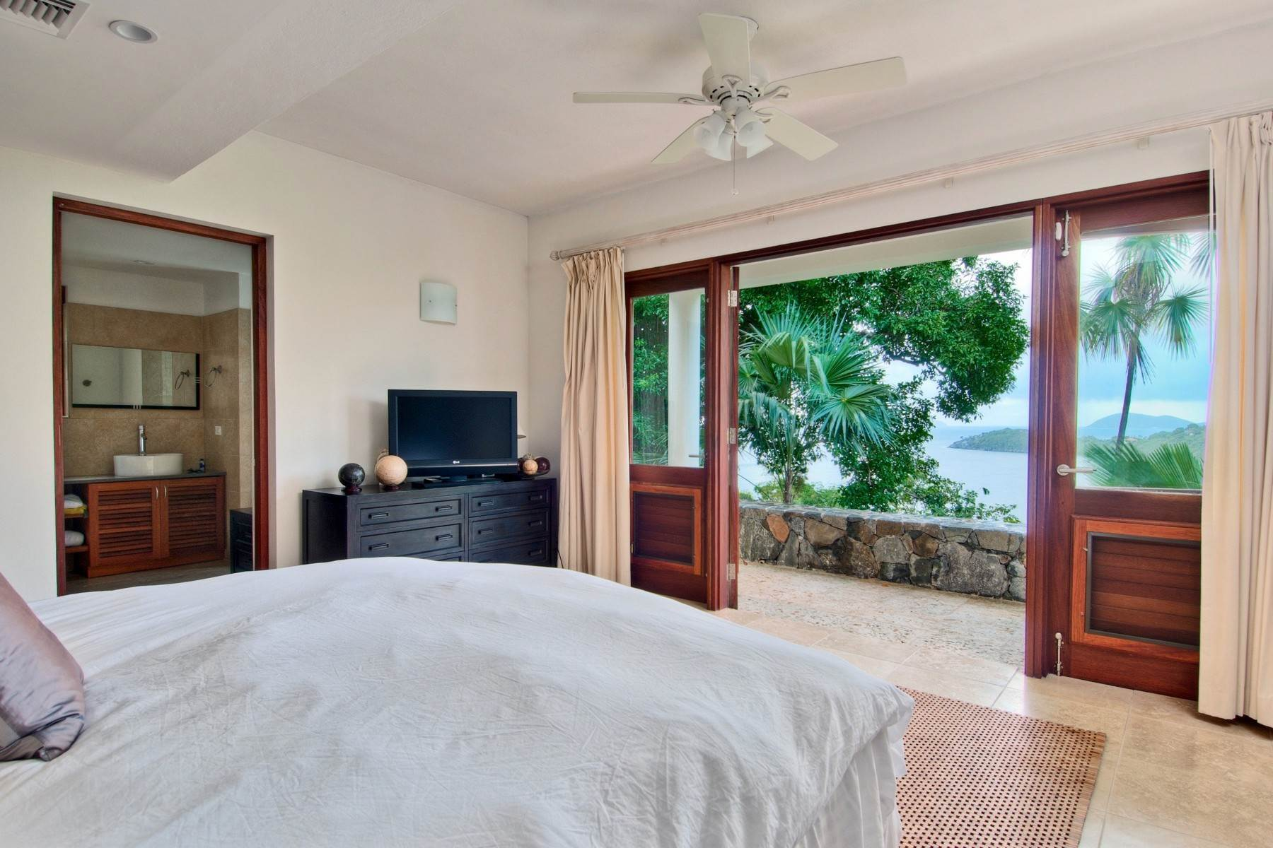 7. Single Family Homes for Sale at Frenchmans Cay, Frenchman's Cay British Virgin Islands